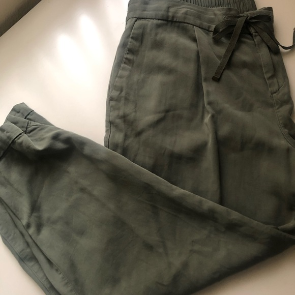 Old Navy Pants - Mid-Rise Pull-On Anytime Chinos